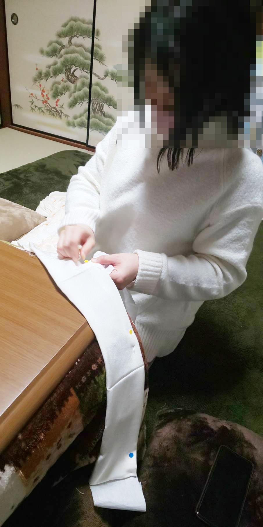 着付け初級レッスンの縫い物をする生徒さん